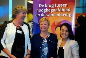 v.l.n.r. Award winnaar Onderwijs Anita Wuestman, Award winnaar Werk Danielle Krekels, Award winnaar Maatschappij Lavinia Meijer